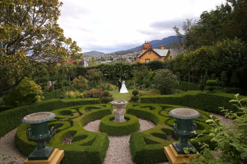 Hobart Wedding Couple in a Park by Linda Pasfield Photographer